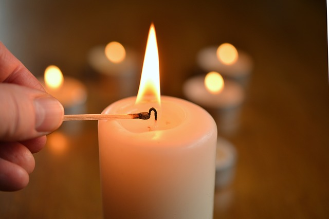 candle-1750640 640